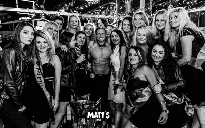 topless waiter hen party albufeira