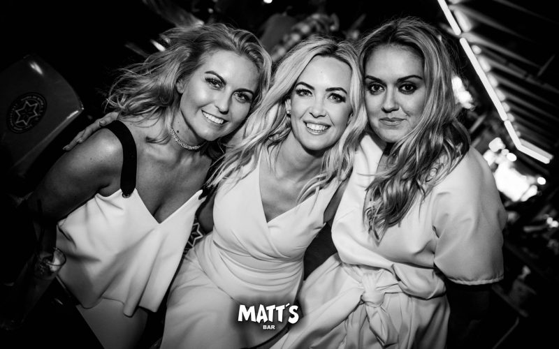 girls matts bar albufeira